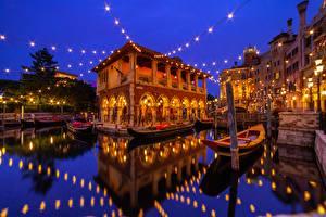 Обои Диснейленд Здания Лодки Япония Токио Воде Ночные Электрическая гирлянда Отражении Urayasu город