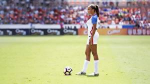 Фотографии Футбол Мячик спортивная Девушки