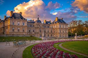 Обои Франция Дома Париж Газоне Дворец Облачно Luxembourg Palace and Gardens Города