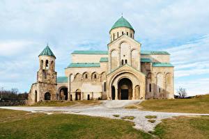 Обои Грузия Храмы Церковь Bagrati Cathedral in Kutaisi