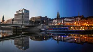 Фото Германия Вечер Речка Мост Дома Речные суда Bremen город
