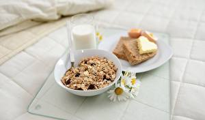 Картинки Молоко Хлеб Мюсли Ромашки Завтрак Стакан Тарелке Масло Сердечко Пища
