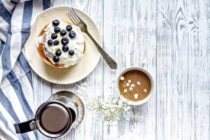 Картинка Блины Черника Кофе Завтрак Вилки Тарелке Доски Сливками