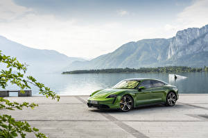 Фотография Porsche Зеленые Taycan