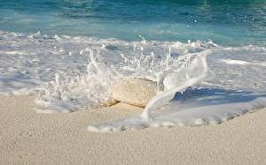 Обои Море Камни Волны Брызги Песок Пена Природа картинки