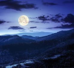 Картинки Небо Горы Лес В ночи Луной Облачно Природа