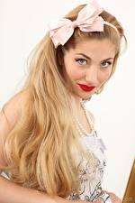 Картинка Stephanie Bonham Carter Волос Бантик Смотрит Блондинки молодые женщины