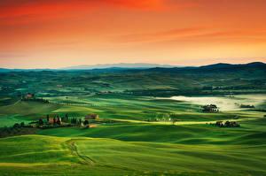 Картинка Рассветы и закаты Тоскана Италия Луга Холм Горизонта Туман