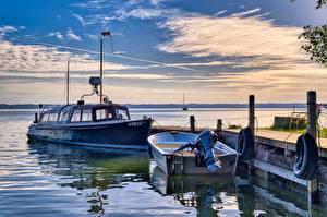 Картинка Аляска Америка Причалы Катера Рассветы и закаты Лодки Залив Anchorage город