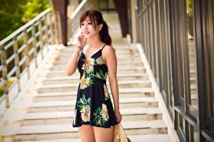 Фотографии Азиаты Боке Шатенка Руки Платье девушка