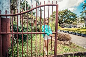 Обои Азиатка Шатенка Ворота Шорты молодые женщины