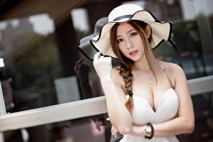 Фотография Азиаты Наручные часы Шатенка Шляпа Взгляд Рука Вырез на платье Боке Косички Красивые девушка