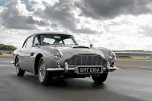 Обои Aston Martin Дороги Движение Серый Металлик DB5 Goldfinger Continuation, 2020 Автомобили картинки