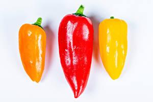 Картинка Перец овощной Крупным планом Белый фон Три Пища