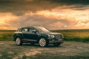 Картинка Bentley Металлик Сбоку Кроссовер Bentayga V8, Worldwide, 2020 авто