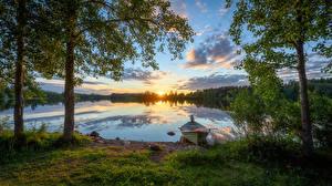 Обои для рабочего стола Финляндия Леса Вечер Рассвет и закат Реки Лодки Дерева River Oulujoki Природа