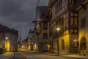 Картинка Германия Здания Улица Ночью Уличные фонари Meiningen