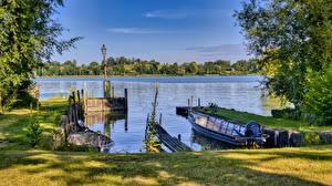 Картинки Германия Причалы Лодки Озеро Бавария Трава Chiemsee Природа