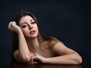 Картинка Рука Лицо Милая Смотрит молодые женщины