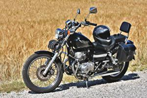 Фотография Honda - Мотоциклы Сбоку В шлеме rebel 250 Мотоциклы