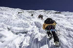 Фото Альпинизм Гора Альпинист Сзади Рюкзак Himalaja, Imja Tse, Nepal Спорт