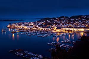 Фотография Норвегия Пирсы Лодки Яхта Дома Ночью Залива Risør, Skagerrak Strait Города