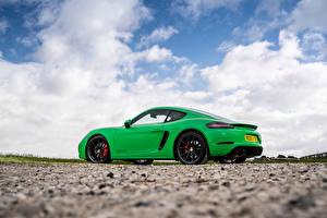 Картинки Порше Зеленых Металлик Сбоку Облака Купе 718 Cayman GTS 4.0, 982C, UK-spec, 2020 машины