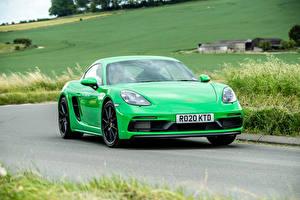 Обои Порше Дороги Едущий Зеленая Металлик Купе 718 Cayman GTS 4.0, 982C, UK-spec, 2020 авто