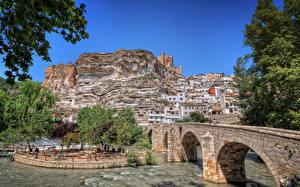 Картинка Испания Здания Речка Мост Скалы Castilla-La Mancha