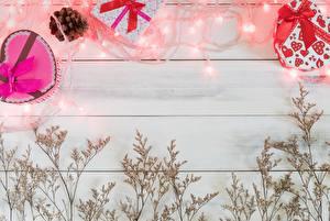 Обои День святого Валентина Шаблон поздравительной открытки Доски Гирлянда Подарки Автомобили картинки