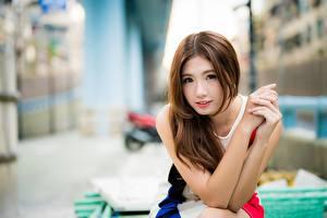 Картинки Азиатки Боке Шатенки Смотрит Рука Милый молодые женщины