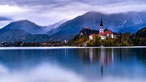 Фотография Австрия Халльштатт Горы Озеро Церковь Альпы Lake Hallstatt Природа