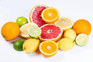 Обои Цитрусовые Лайм Лимоны Грейпфрут Апельсин Белый фон Пища