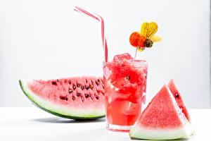 Фотография Напитки Арбузы Пчелы Белый фон Стакан Кусок Пища
