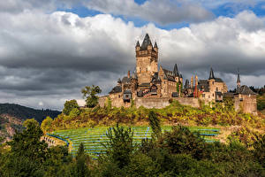 Фотографии Германия Замок Кохем Облака Башни Cochem Castle, Rheinland-Pfalz Природа
