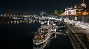 Обои Германия Реки Причалы Речные суда Дрезден Ночью Saxony, Elbe Города