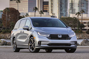 Картинки Honda Серебристая Металлик Минивэн Odyssey North America, 2020 автомобиль