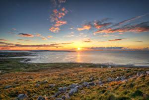 Картинка Ирландия Побережье Камни Рассветы и закаты Небо Океан Солнца Горизонта Gweedore, Donegal
