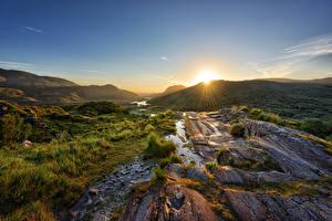 Фотографии Ирландия Гора Камень Рассвет и закат Парк Солнца Лучи света Killarney National Park
