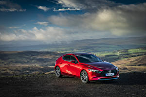 Фотографии Мазда Красный Металлик 2019-20 Mazda3 Skyactiv-G Hatchback машины