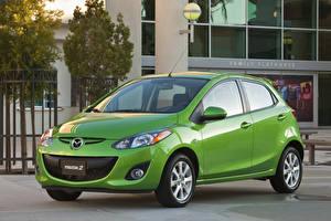 Фото Мазда Металлик Зеленых 2011–14 Mazda2 машина