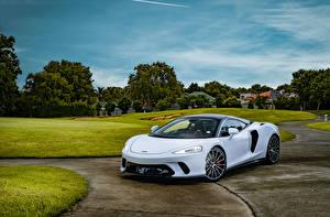 Фото McLaren Белая 2020 McLaren GT Автомобили