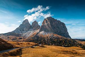 Фотографии Гора Осень Италия Дороги Val Gardena, Dolomites Природа