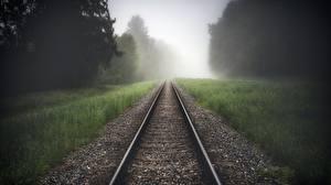 Картинки Железные дороги Рельсы Траве Туман Природа