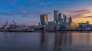 Картинки Речка Корабли Небоскребы Рассвет и закат Англия Лондон Thames