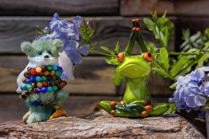 Фотографии Игрушки Плюшевый мишка Лягушки Шарики