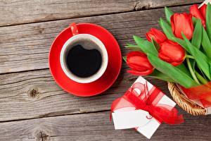 Картинка Тюльпаны Букеты Кофе День святого Валентина Чашке Коробки Подарки Бантик Доски Цветы Еда