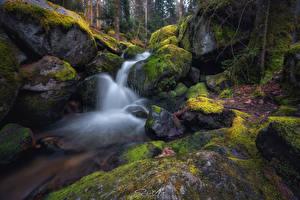 Картинка Водопады Камень Мха Ручеек Природа