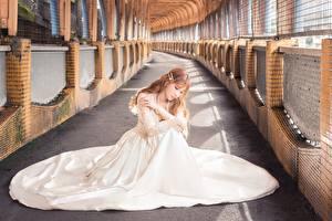 Обои для рабочего стола Азиатки Боке Шатенки Сидя Платье Белый молодая женщина