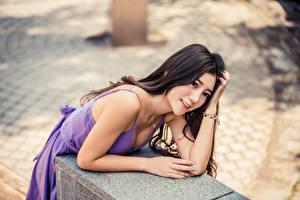 Картинка Азиаты Брюнетки Размытый фон Взгляд Улыбка Руки Девушки